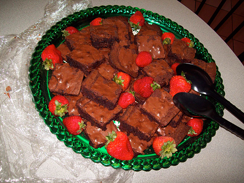 photo of brownies and strawberries