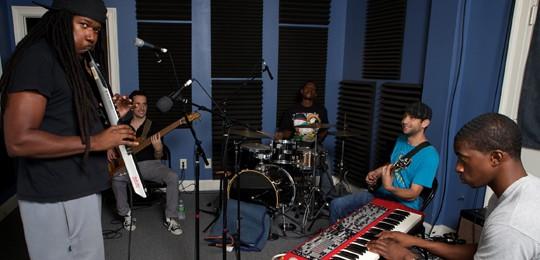 Khris Royal & Dark Matter in the 'OZ studio.