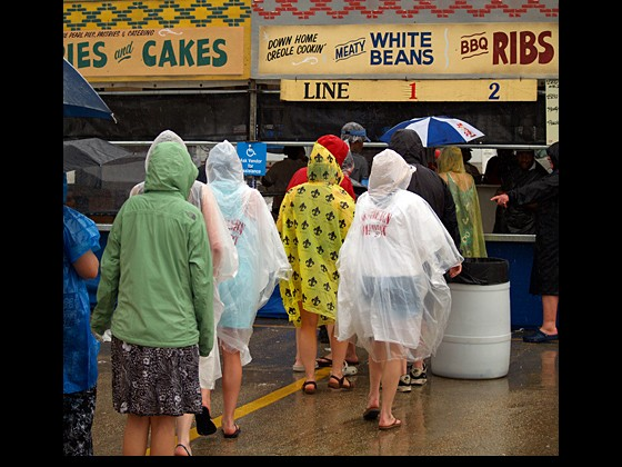 Smart folks in ponchos grab a bite to eat