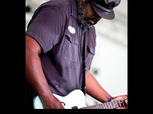 Alvin Youngblood Hart. Photo by Todd Geasland.